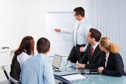 seminarleiter mit seinem team